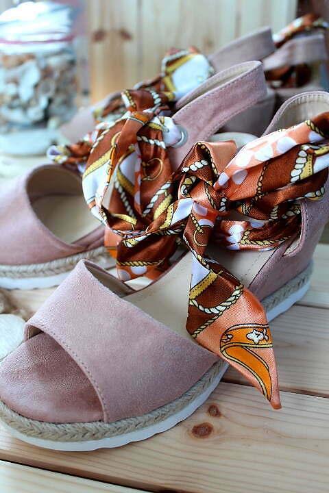 Tie Suede Sandals Pink